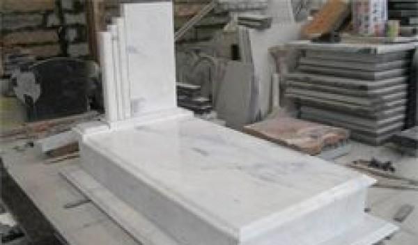 Los trabajos de elaboraci n de lapidas de marmol se for Precio del marmol y granito
